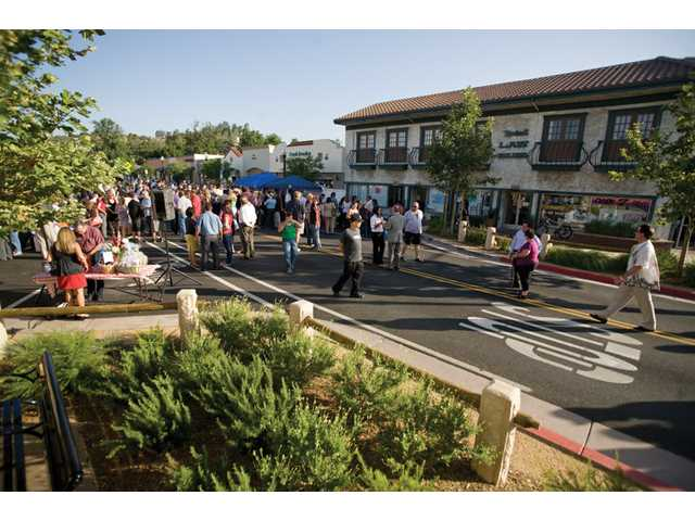 Wednesday night's SCV Chamber of Commerce mixer drew a crowd to downtown Newhall from 5:30 p.m. to 7:30 p.m.