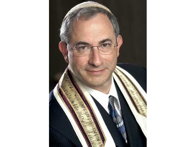 Kenny Ellis joined Temple Beth Ami as its cantor in July.
