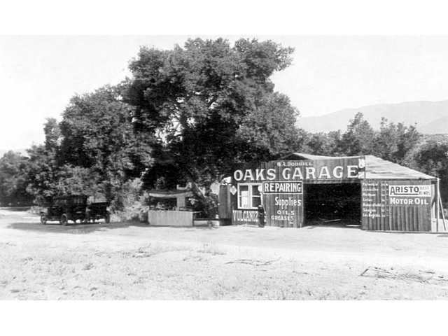 The original Oaks Garage building and outdoor refreshment stand (June 1918).