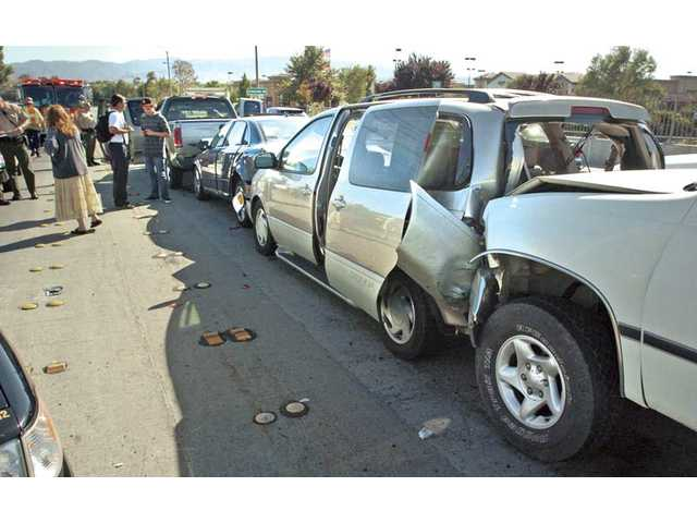 Five-car injury collision stops traffic in Valencia