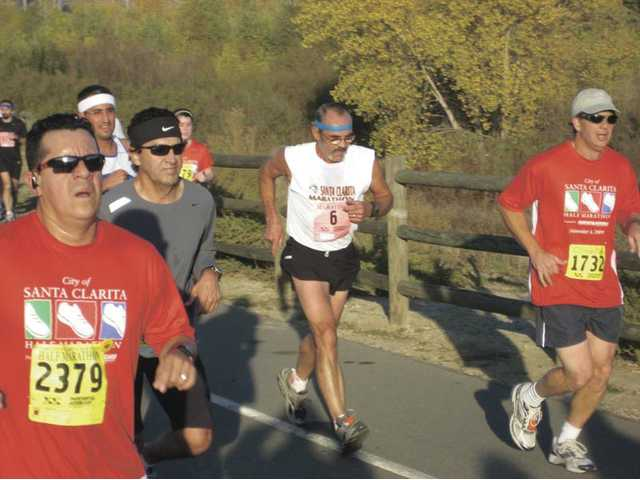 Santa Clarita Runners marathon training group coordinator Rawlins Jordan, center, holds his pace during the 2009 Santa Clarita Marathon.