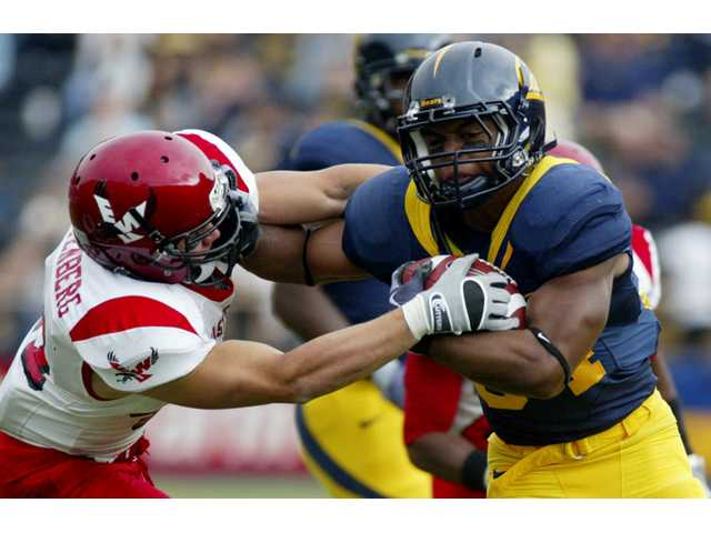 University of California Berkeley running back and Valencia graduate Shane Vereen, right, breaks a tackle on Sept. 12, 2009 in Berkeley. Vereen plans to enter the 2011 the NFL Draft.