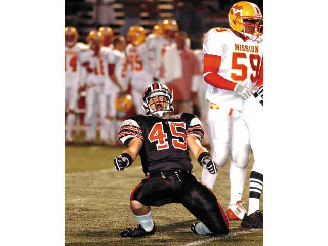 Hart linebacker Pat Sarkissian (45) celebrates after beating Mission Viejo in the 2005 CIF-SS Div. II semifinals.