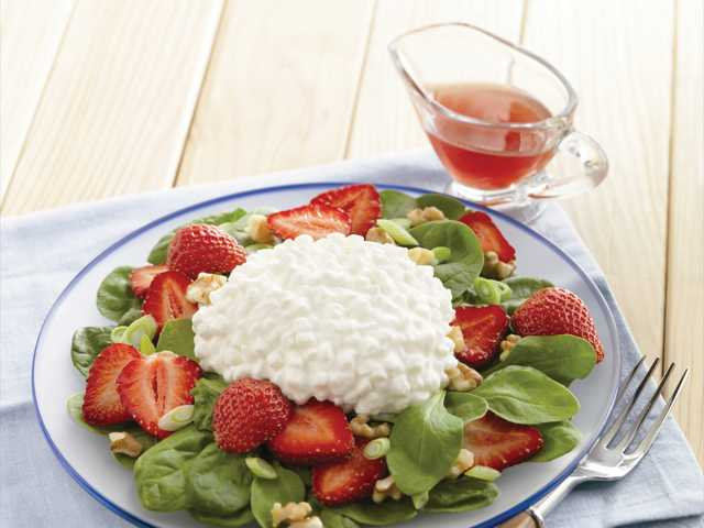 Strawberry, spinach and cottage cheese salad