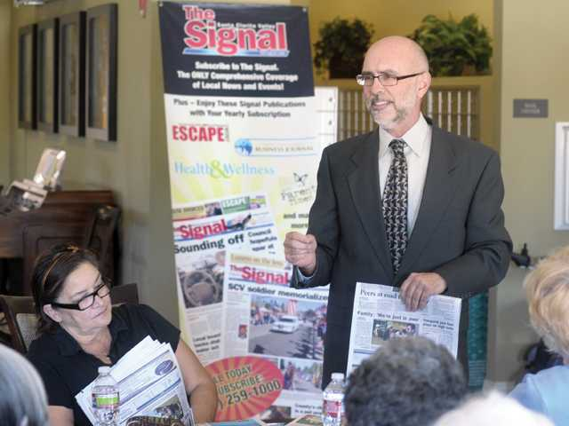 Santa Clarita City Manager Ken Pulskamp discusses the importance of a local newspaper in the community with a group of senior residents at Fountain Glen at Valencia on Thursday.