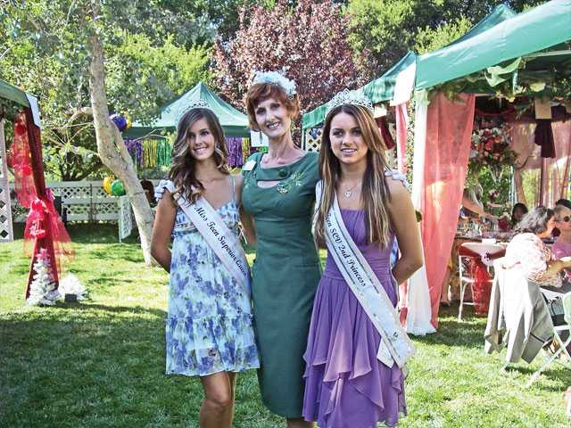 Colleen Shaffer, founder of Circle of Hope, center, with Miss SCV royalty Miss Teen SCV, Superior Queen Kelsie Leach, left, and Miss Teen SCV Second Princess Mariah McKenzie.