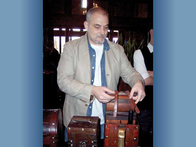 Joe Fuoco displays a wine carrying case from www.go-dps.com.