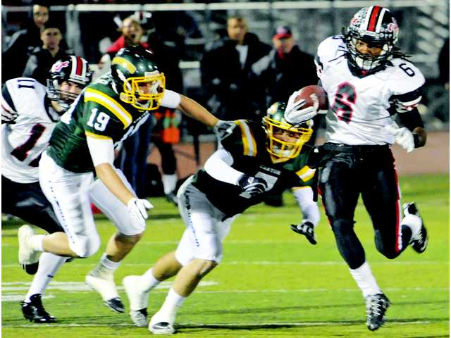 Hart'S Tim White (6) drives past Canyon defenders on Nov. 5 at Canyon High. White was injured in the Indians win over Palos Verdes on Nov. 18 and is a game-time decision.