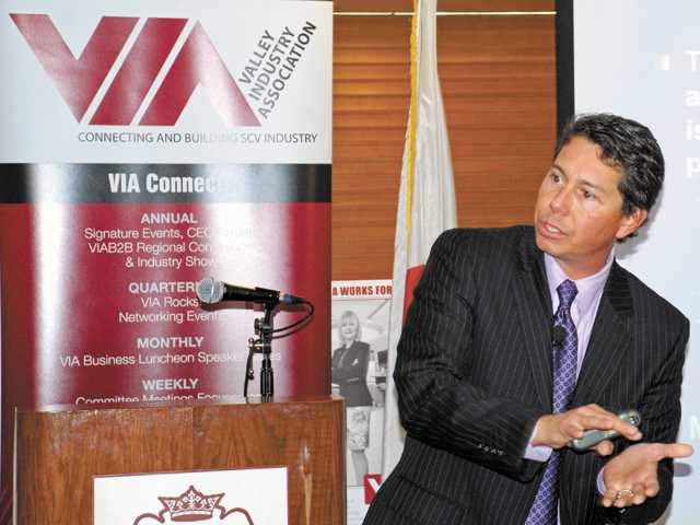 Fred Arnold, a mortgage consultant and public speaker from American Family Funding, discusses the mortgage crises at a VIA luncheon Tuesday at the Valencia Country Club.