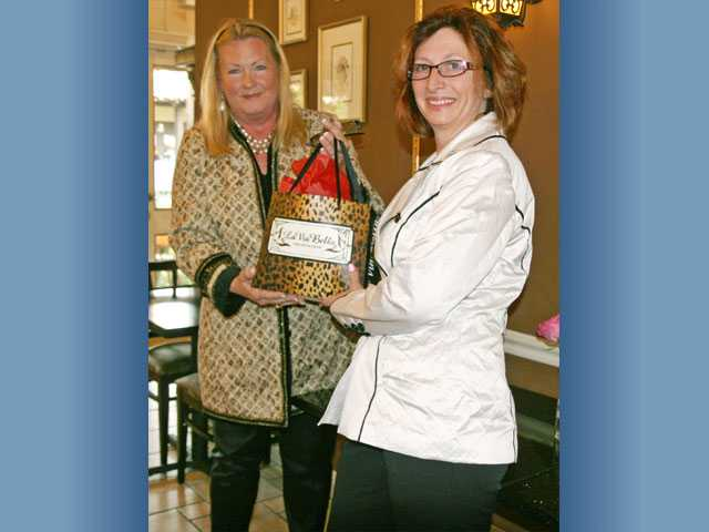 (Right) Vindigni presents Sanguinetti with a gift to thank her for her work as president of the Home Tour League.