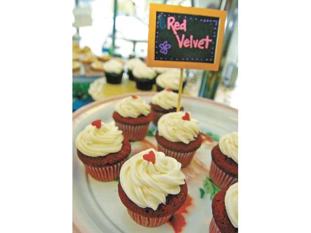 Red velvet cupcakes at Bake You Happy in Valencia.