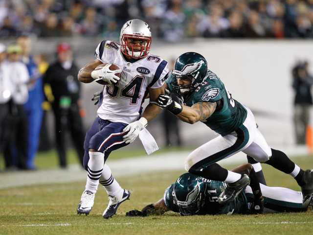 New England Patriots running back and Valencia High graduate Shane Vereen (34) carries the ball during against the Philadelphia Eagles on Nov. 27. Today, Vereen will be able to put his name among a short list of local athletes to appear on a Super Bowl roster.