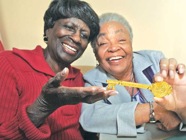 "Ward and Curry hold a ""key to the city"" from Shelby County in Tennessee presented to Curry for her 73rd birthday."