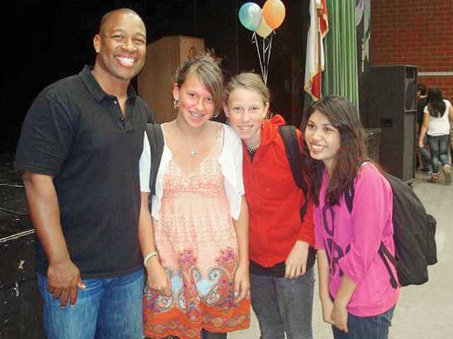 From left, Keith Hawkins poses with Sierra Vista Junior High School students Mariah Sumner, Nicole Coletti and Princess Pamintuan as part of a recent assembly featuring an inspirational talk with Hawkins.