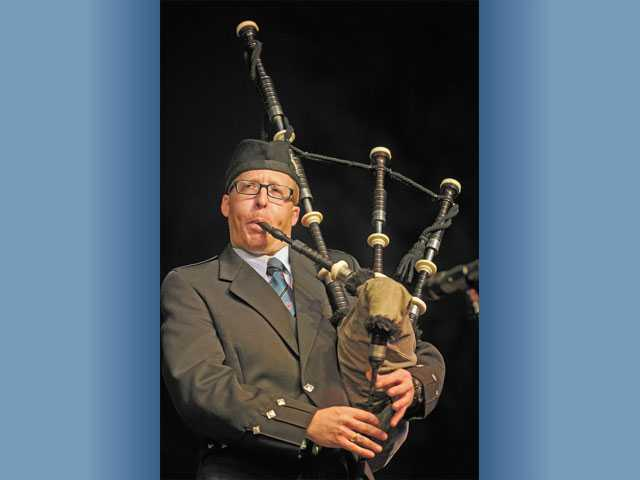 Glenn Kvidahl performs on the bagpipes.
