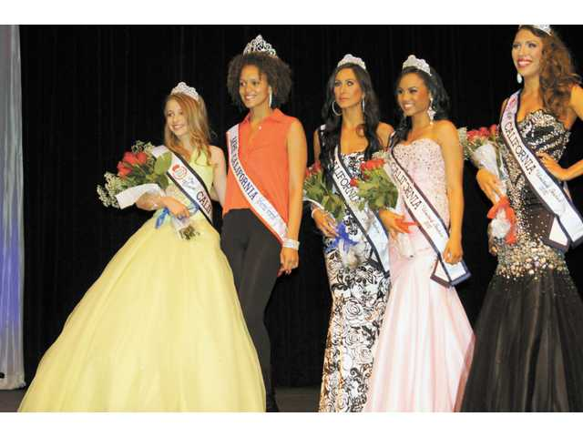 Figueroa, (left) with other division winners of the pageant. She will compete for the national title.