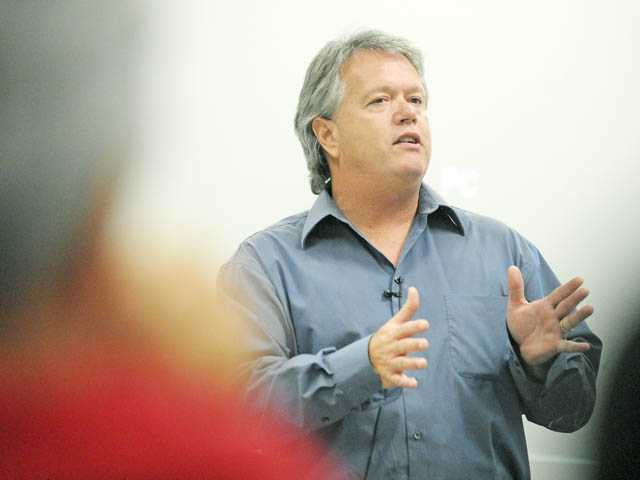 Bob Aholt speaks to the SCV Startup group at The Chip in Santa Clarita on Monday.