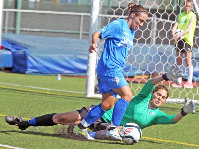 Santa Clarita Blue Heat forward Edite Fernandes tries to shoot the ball past Colorado Rush goalkeeper Megan McCain in the first half on Wednesday at Valencia High School. The teams finished the game in a 1-1 draw.