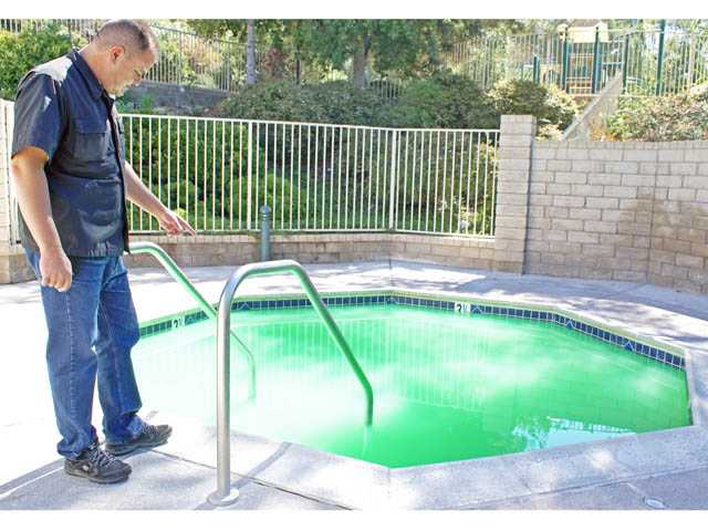 Wolfgang Costello, Northbridge HOA president, examine vandalism of a hot tub in Valencia on Thursday.