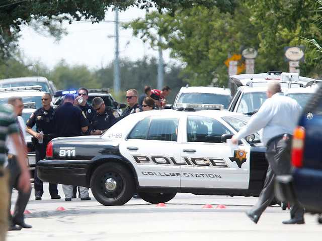 Officer, gunman among 3 killed in Texas shootings