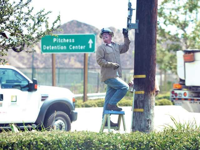 UPDATE:  Edison customers back on grid after outages