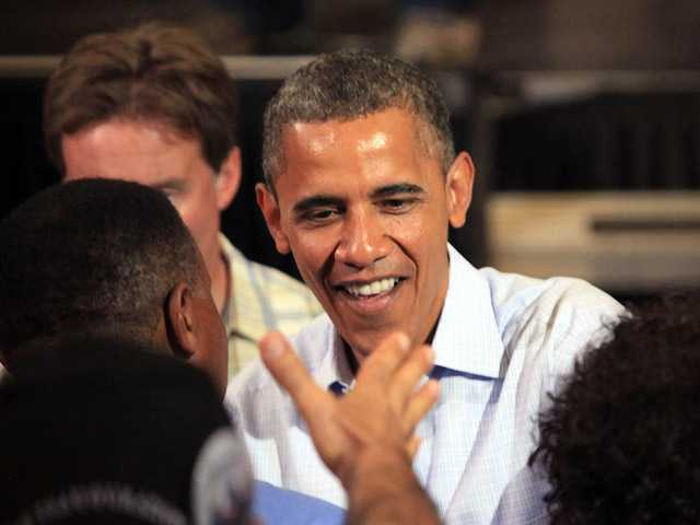 Obama squeaks out Aug. fundraising win over Romney