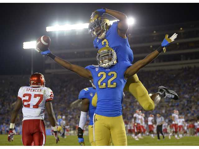 College football: Hundley, defense lead UCLA past Houston 37-6