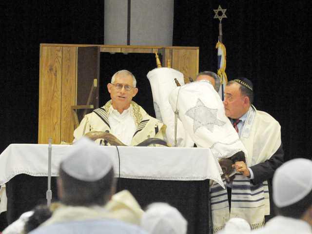 Rabbi Howard Siegel, second from left, leads Kol Nidre at Oak Hills Elementary School in Stevenson Ranch on Oct. 7, 2011. (Signal File Photo)