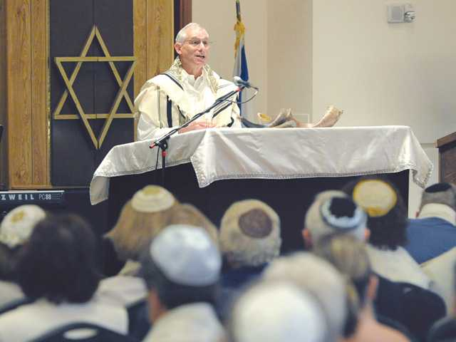 Rabbi Howard Siegel welcomes attendees as Congregation Beth Shalom observes Yom Kippur, also known as the Day of Atonement, which is the holiest day of the year for the Jewish people. Services were held at Blessed Kateri Tekakwitha Catholic Parish in Santa Clarita on Tuesday evening.