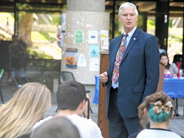 Libertarian vice presidential candidate Jim Gray speaks at a candidate meet-and-greet event at College of the Canyons in Valencia on Wednesday.