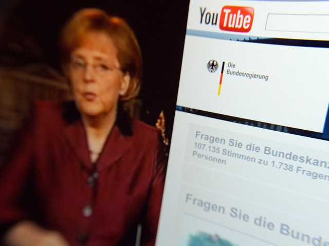 Video of German Chancellor Angela Merkel delivering her New Year's speech beside the Youtube channel of the German government.
