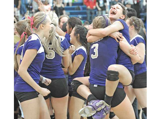 Prep volleyball: Standing alone