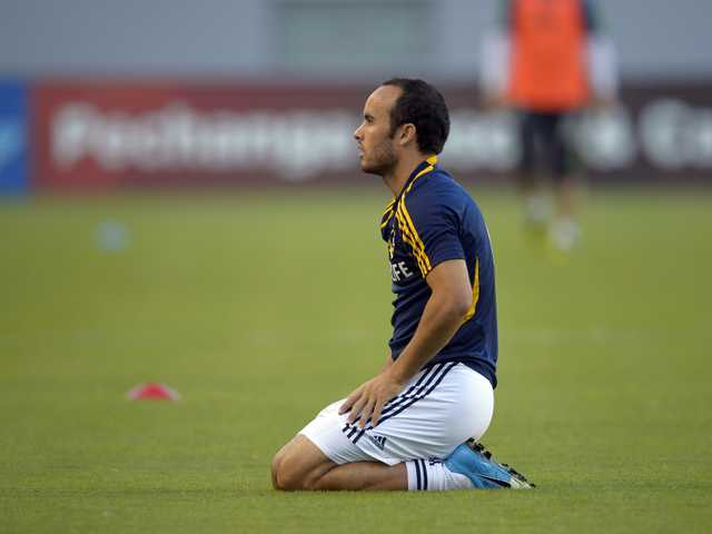 Los Angeles Galaxy midfielder Landon Donovan prepares prior to their MLS soccer match against the Seattle Sounders, Sunday, in Carson.