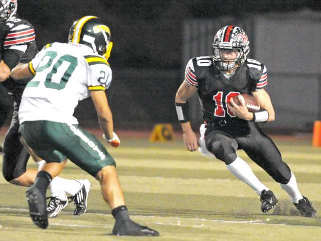 Hart's Connor Wingenroth cuts with the ball last Friday.