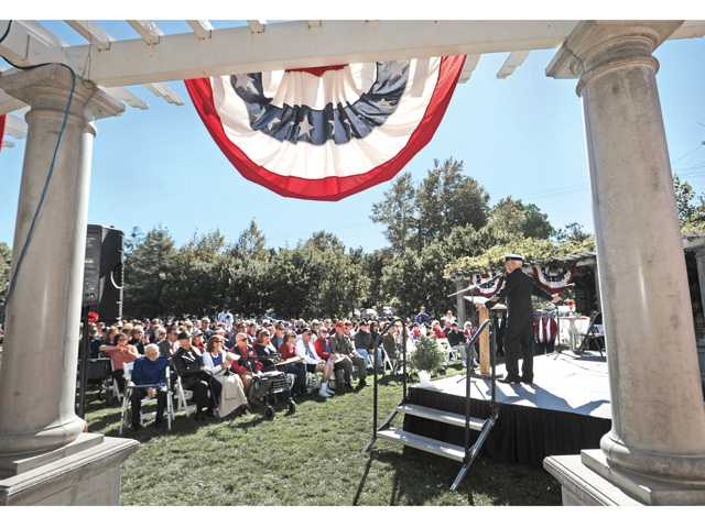 Master of Ceremonies Duane Harte addresses the crowd at the City of Santa Clarita Veterans Day Ceremony. (Dan Watson/The Signal)