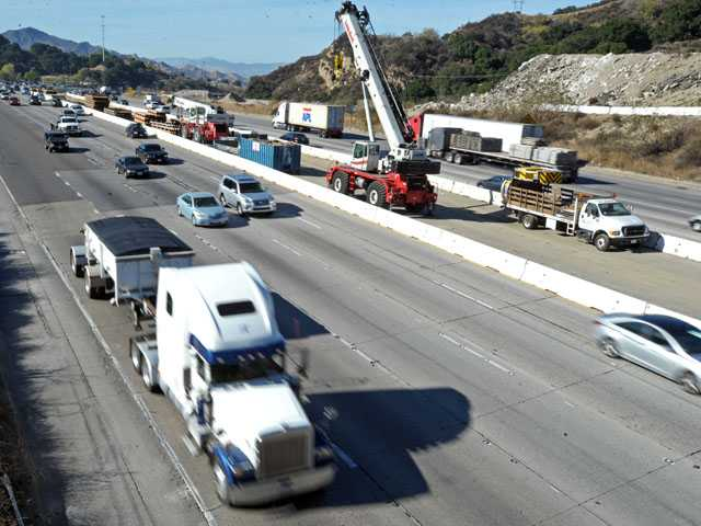 Traffic moves freely on the southbound (at left) and northbound lanes of Interstate 5 at Weldon Canyon Road in Newhall at 1 p.m. Wednesday. (Jonathan Pobre/The Signal)