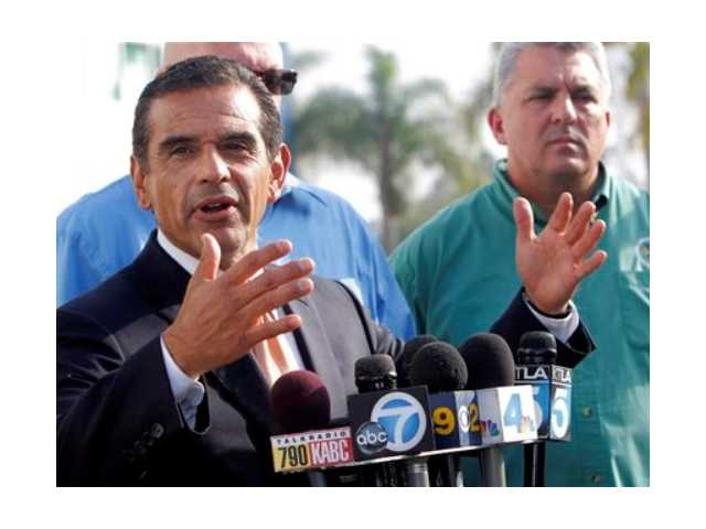Los Angeles Mayor Antonio Villaraigosa says both sides in a strike at the twin ports of Los Angeles and Long Beach have agreed to federal mediation. The union representing clerical workers says the strike now in its eighth day will continue in the meantime.