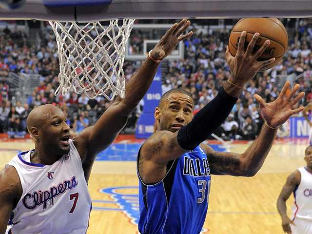 Dallas Mavericks guard Dahntay Jones, right, shoots as Los Angeles Clippers forward Lamar Odom defends Wednesday in Los Angeles.