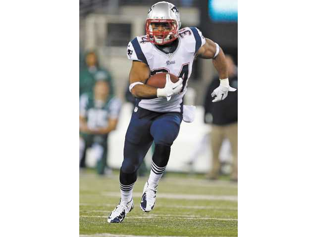 New England Patriots running back and Valencia High graduate Shane Vereen (34) rushes against the New York Jets on Nov. 22 in East Rutherford, N.J.