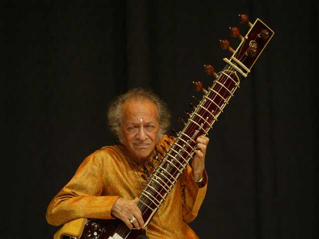 Indian classical musician Ravi Shankar plays the sitar during a concert in New Delhi, India, on March 4, 2006.