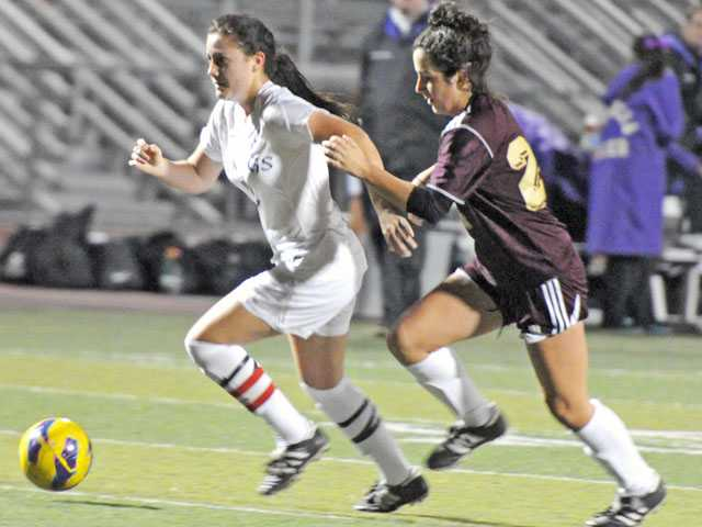 Prep soccer: Vikings do just enough