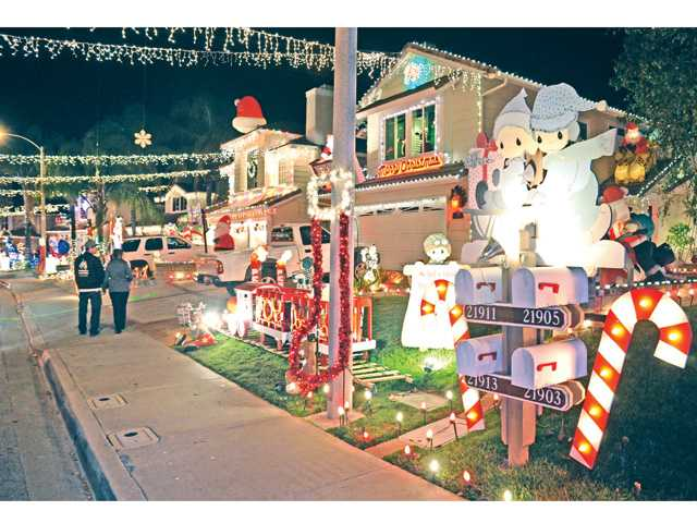 Wakefield Court in Saugus tied for its seventh title of Best Street in the SCV.