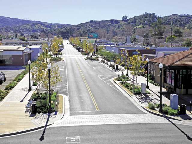 Santa Clarita's 25th: City grows with many selling points