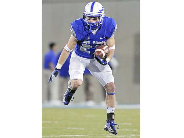 Hart graduate and Air Force wide receiver Ty MacArthur will play in the Bell Helicopter Armed Forces Bowl against Rice on Dec. 29.