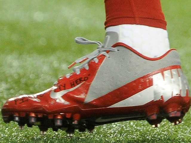 A shoe worn by New York Giants wide receiver Victor Cruz bears a message dedicated to 6-year-old Jack Pinto, one of the victims the Sandy Hook Elementary School shootings.