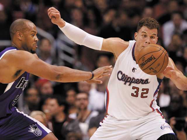 Sacramento Kings forward Chuck Hayes, left, and Blake Griffin go after a loose ball in Los Angeles, Friday.
