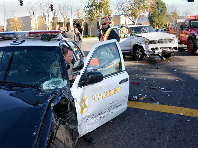 UPDATE: Valencia collision involves sheriff's patrol car