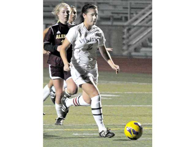 Valencia senior captain Lindsay Bos leads a Valencia team that should be Saugus' biggest challenge in league play.