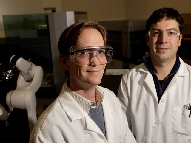 Principal scientists Charlie Holst, left, and Matt Drever at the Pfizer laboratory at the University of California at San Francisco on Dec. 18. Major drug companies are joining forces with major schools.