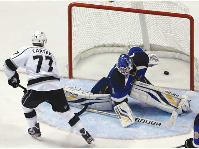Los Angeles King Jeff Carter, left, scores his second goal of the game against St. Louis Blues on Monday in St. Louis.